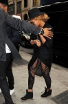 beyonce-nyc-office-black-outfit-2
